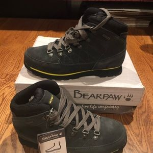 Bearpaw Womens hikers size 7.5 new
